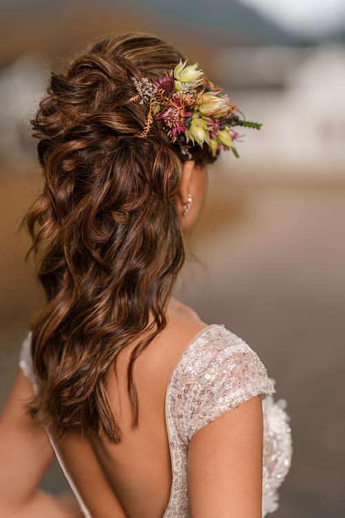 Wedding hairstyle natural waves